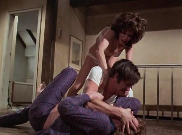 Revenge.1971.DVDRip.XviD.BZ-CG.avi_snapshot_01.07.44_[2012.04.10_20.00.42]