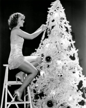 hollywood-starlet-christmas-pin-up-4
