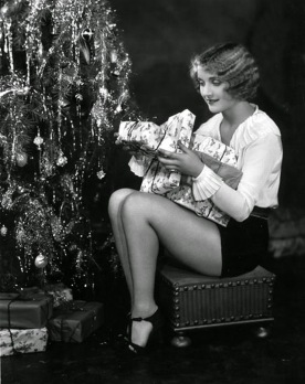 hollywood-starlet-christmas-pin-up-5