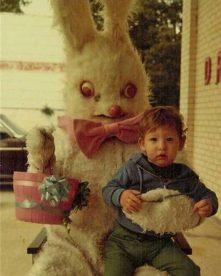 wtfeyes-creepy-easter-bunny