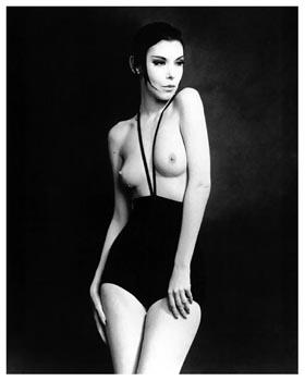 Peggy_Moffitt_in_Rudi_Gernreich_monokini_swimsuit_1964