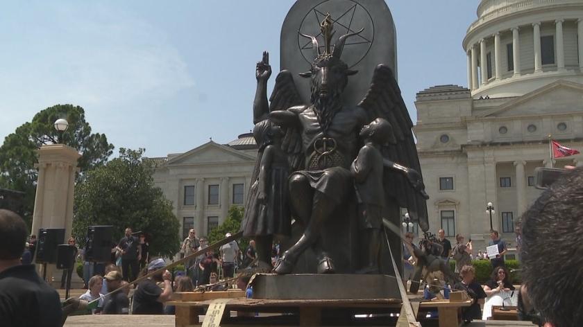 satanic-temple-baphomet-statue-arkansas